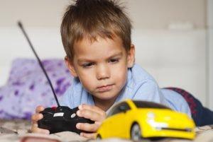 Ab welchem Alter ein ferngesteuertes Auto fürs Kind kaufen?